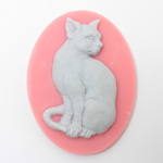 Plastic Cameo - Cat Sitting Oval 40x30MM GREY ON PINK