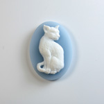 Plastic Cameo - Cat Sitting Oval 25x18MM WHITE ON BLUE