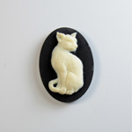 Plastic Cameo - Cat Sitting Oval 25x18MM IVORY ON BLACK