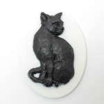 Plastic Cameo - Cat Sitting Oval 40x30MM BLACK ON WHITE
